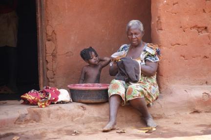 Elizabeth giving a bath to her great-grandchild